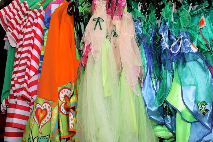 Karnevals-Neuheiten ab sofort bei Gongoll in Dormagen-Hackenbroich! Punk, Polizist, Prinzessin  oder doch lieber Dragon? Manchmal ist es gar nicht so einfach das richtige Kostüm zu finden. Natürlich will man im Karneval auch gut aussehen und in einem tollen Kostüm mit der Familie und den Freunden feiern. Eine große Auswahl an Kostümen finden sie daher ab sofort in unserem riesigen Karnevals-Store. Kostümen für Groß und Klein, Zubehör, Dekorationen auf über 300qm. Und sicherlich finden sie…