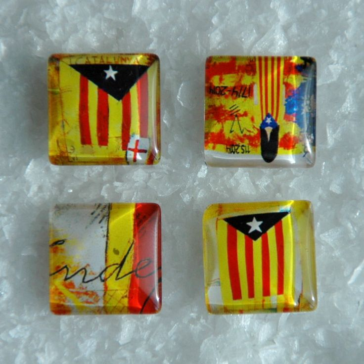 Catalonia Symbols Square Popper Noosa Snap Charm Catalunya Flag Patterns Chunk Interchangeable Button Jewelry. The Price is for one unit. by MONIBU on Etsy