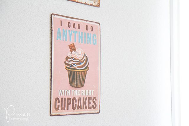 With the right #cupcakes #sign #schild