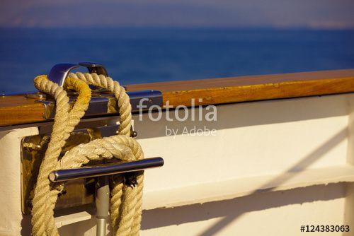 """Laden Sie das lizenzfreie Foto """"Seil"""" von Photocreatief zum günstigen Preis auf Fotolia.com herunter. Stöbern Sie in unserer Bilddatenbank und finden Sie schnell das perfekte Stockfoto für Ihr Marketing-Projekt!"""