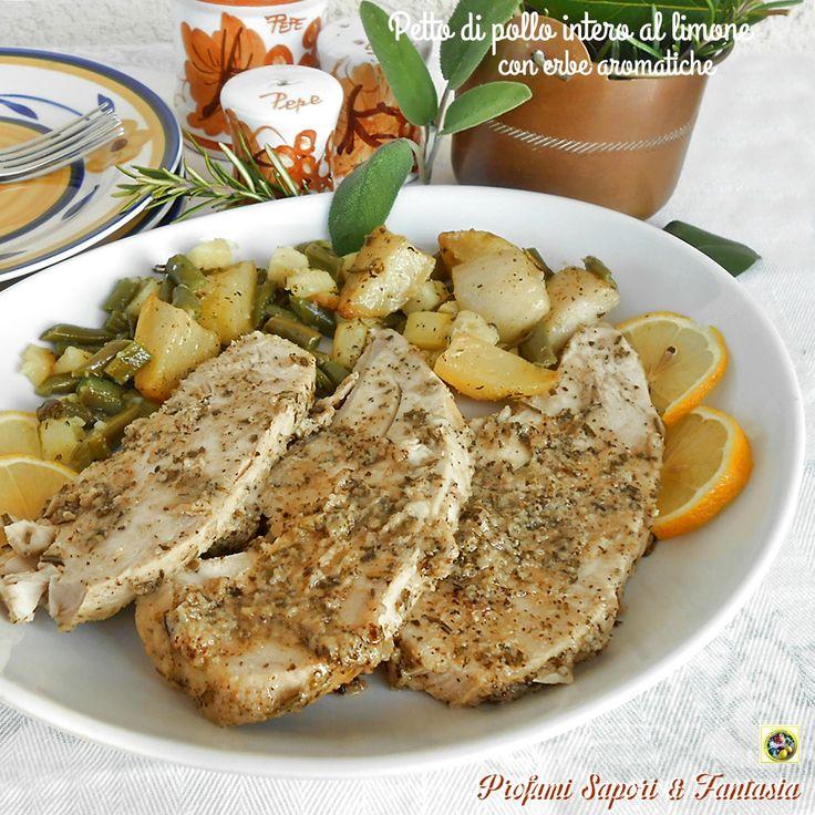 Petto di pollo intero al limone con erbe aromatiche, La cottura lenta in forno e il condimento aromatico rendono il petto di pollo intero una prelibatezza.