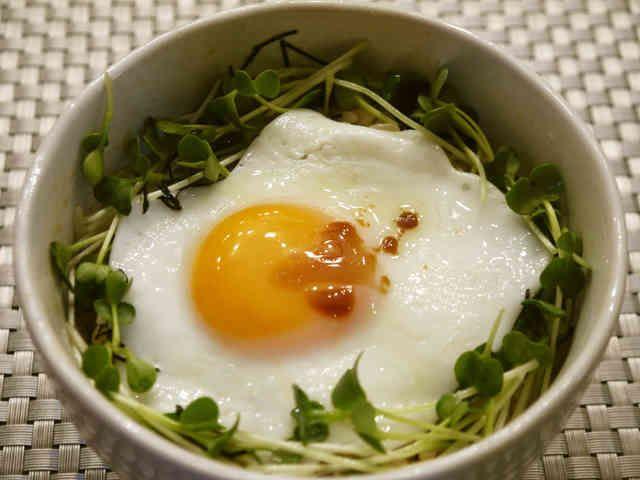 朝食♪昼食♫夜食☆えごま油で目玉焼き丼♡の画像