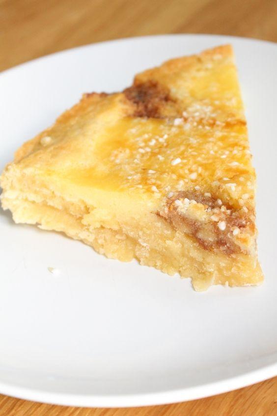 Butterkaka är en mjuk kaka som innehåller oftast mandelmassa, kanel och vaniljkräm. Jag gjorde om den traditionella kakan till en kladdkaka. Efter gräddningen blev det som ett knäcke uppe på som blev otroligt gott! BUTTERKAKA KLADDKAKA 200g smör 3,5 dl socker 4 ägg 2 tsk äkta vaniljsocker 1,5 tk kardemumma 5 dl vetemjöl 1 krm [...]