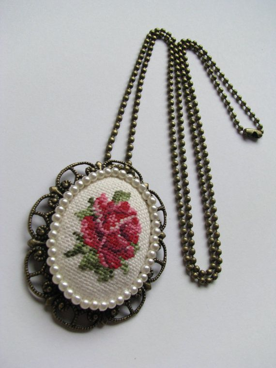 Vintage Rose Cross Stitch Pendant Oval door UncommonCommonThings