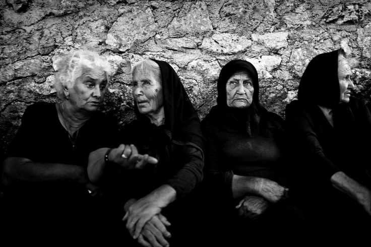Φωτογραφία τεσσάρων γυναικών από την Εγκλουβή που δημοσιεύτηκε στο Daily Dozen του National Geographic.