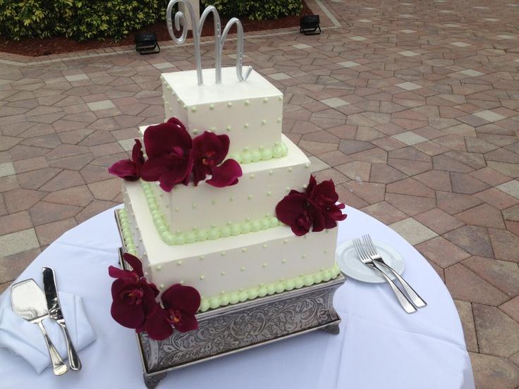 Wedding cake red roses #mseweddings