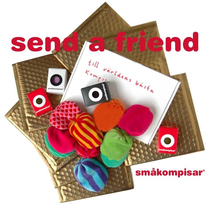 Vi gillar att överraska! Vi skickar kompisar till kompisar i December! En med posten varje dag från den 1-24/12. We send Friends to Friends in December. One each day from 1-24/12.