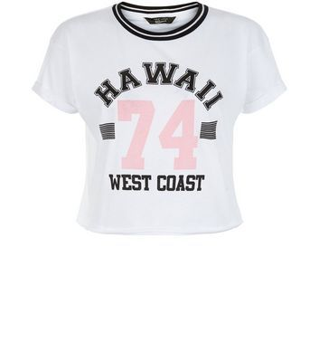 Teens. For laid back looks this season opt for this 'Hawii 74' print tee. The ideal addition to your weekend wardrobe.- Imprimé « Hawii 74 West Coast »- Encolure texturée et côtelée- Col rond- Manches courtes simples- Manches retroussées- Coupe décontractée respectant les tailles standards
