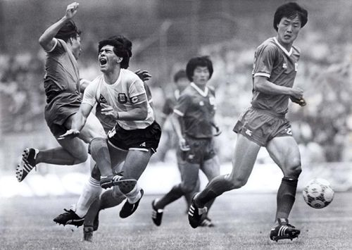Argentina's Diego Maradona is fouled by South Korea's Kim Young-se  during their first round World Cup match in Mexico City in this June 22, 1986.
