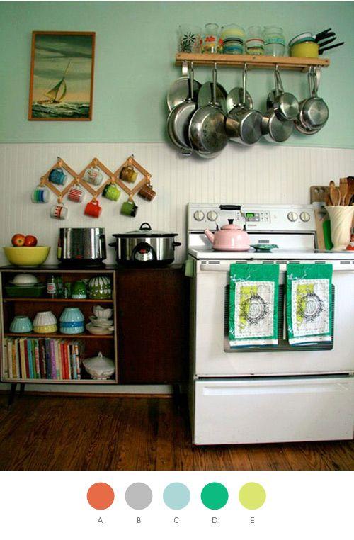 Happy kitchen.will do over stovePots Racks, Kitchens Design, Vintage Kitchens, Colors, Cozy Kitchen, Small Kitchens, Coffee Cups, Design Kitchen, Hanging Pots