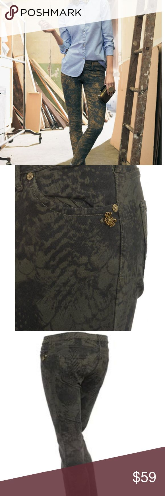 Maison Scotch Olive Feather Print Skinny jeans Maison Scotch Feather Print Jeans in Black Olive. Skinny Fit. Fly features a zip fastening. Five pockets. Branded gold hardware. Ankle zip on back of jeans. Composition: 98% cotton, 2% elastane. Flawless. True to size. maison scotch Jeans Skinny