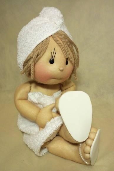 boneca de pano feita sob encomenda para decoração do cantinho do banho do bebê R$ 320,00