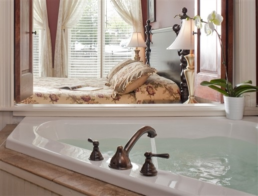 Superior Double Soaking Tub Overlooking The Bedroom At Colonial Inn   Smithville, New  Jersey