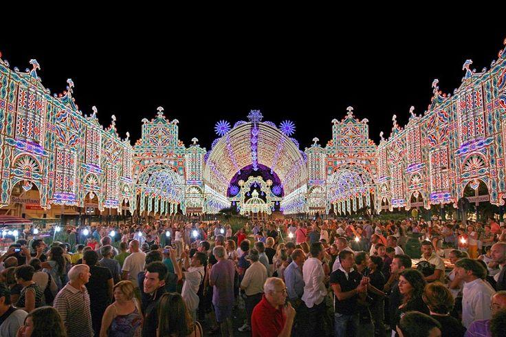 Salento Pioggia di luci, colori e suoni per la Festa di Santa Domenica