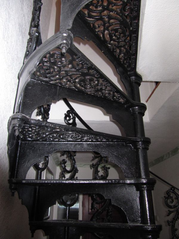 Best Antique Cast Iron Spiral Staircase Klitki Pinterest 400 x 300