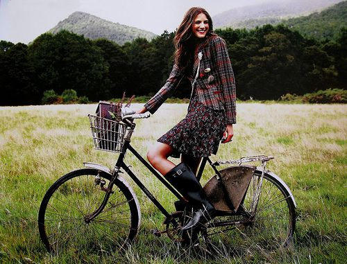 wouldn't it be great to dress like this and peddle through the county side to get from place to place rather than my volvo.