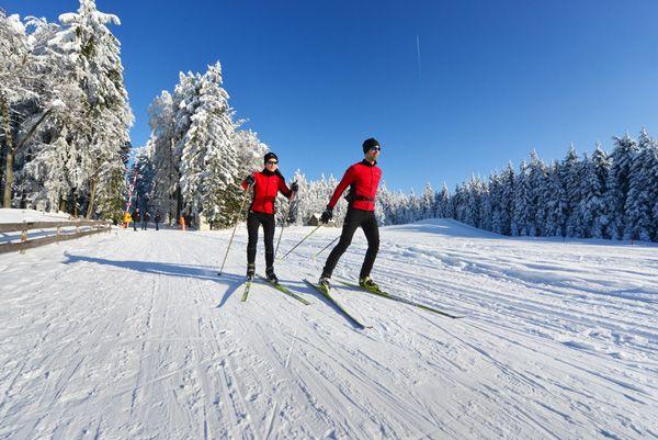 Beim #Langlaufen durch den #Winterwald das #Mühlviertel entdecken. Weitere Informationen zu #Langlaufurlaub im Mühlviertel in #Österreich unter www.muehlviertel.at/langlaufen - ©Oberösterreich Tourismus/Röbl