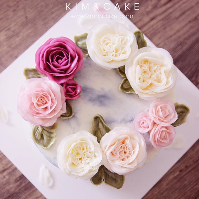 KIM&CAKE signature rose and David Austin Rose If you have no chance or time to take my class, you can learn it from my book. #bakingclass#buttercream#cake#baking#수제케이크#weddingcake#버터크림케이크#꽃#flowers#buttercake#플라워케이크#wedding#버터크림플라워케이크#specialcake#birthdaycake#flower#장미#rose#디저트#케이크#cupcake#dessert#food#beautiful#부케#bouquet#instacake#꽃스타그램#flowercake#peony@yoon2222222