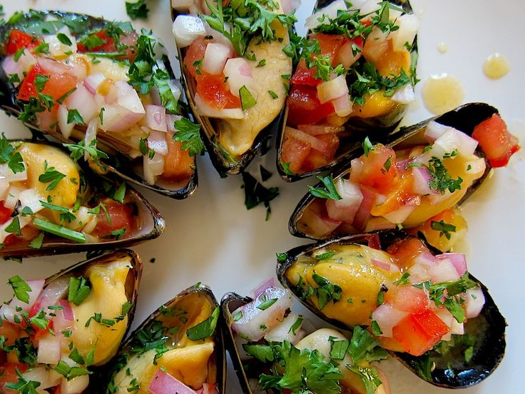 Peruvian Cuisine Week: Steamed Mussels (a la Chalaca)  I  This delicious #mussels recipe hails from the port city of Callao.  #SeafoodRecipes @Pisco Trail.com