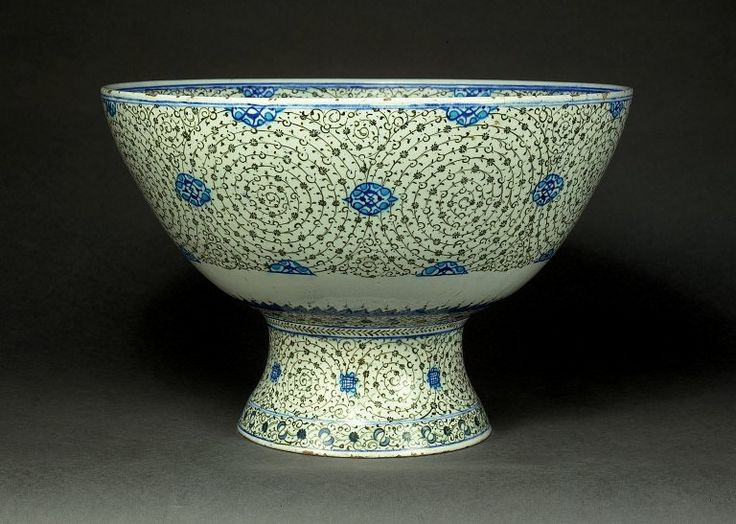 iznik bowl 16thC • halic (golden horn) pattern