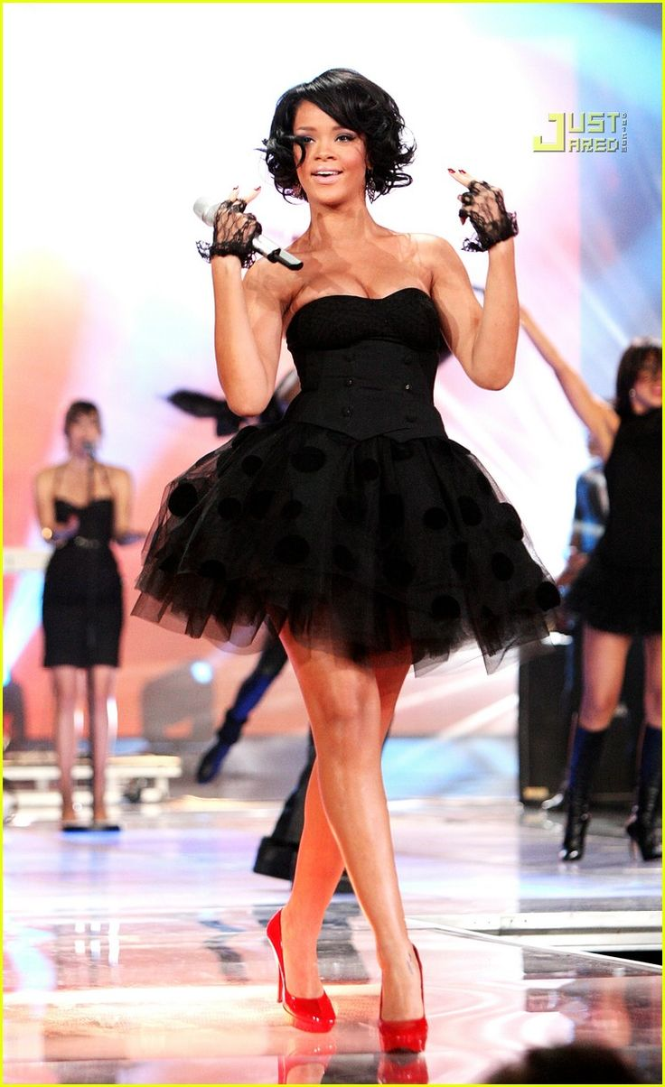 [Rihanna] 2007 November 4 - World Music Awards in Monte Carlo, Monaco in Luella Tutu     Love the dress, love the gloves, love the shoes and love the hair.