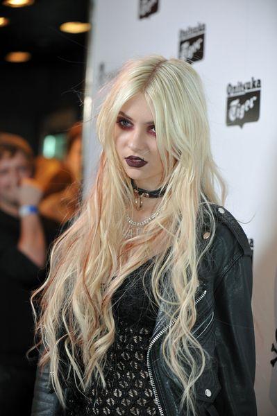 Taylor Momsens rocker girl hairstyle