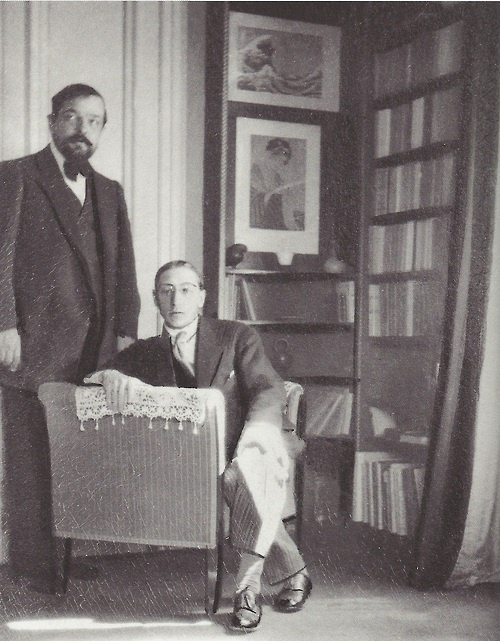 Igor Stravinsky and Claude Debussy in the latter's apartment in the Avenue du Bois de Boulogne, Paris; photo by Erik Satie, June 1910 (Paul Sacher Foundation, Basle) fantomas-en-cavale Debussy et Stravinsky, 1911
