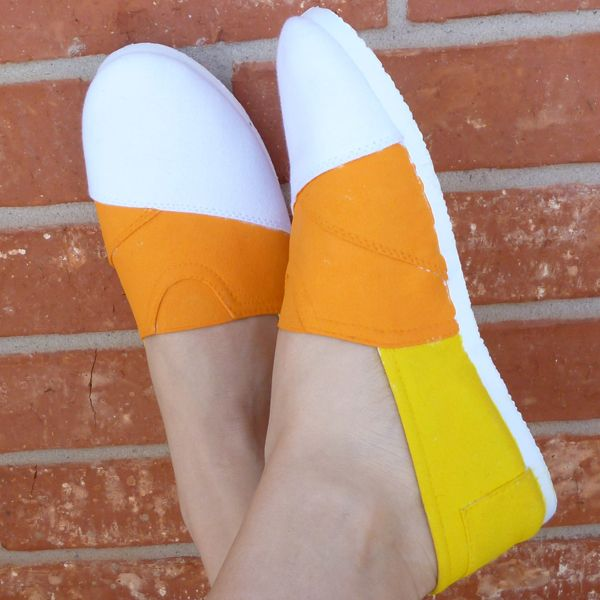 Dream a Little Bigger - Dream a Little Bigger Craft Blog - Candy Corn Canvas DIY