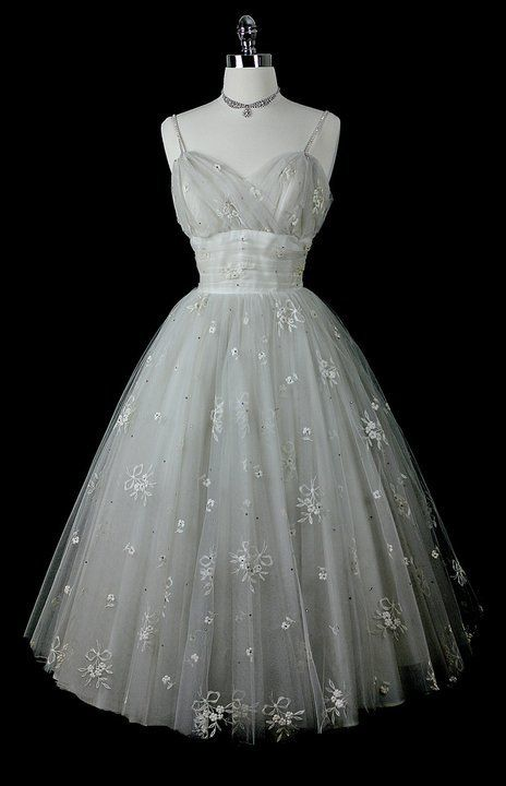 ~Gorgeous 1950s dress ~ bows, flowers, and tulle~