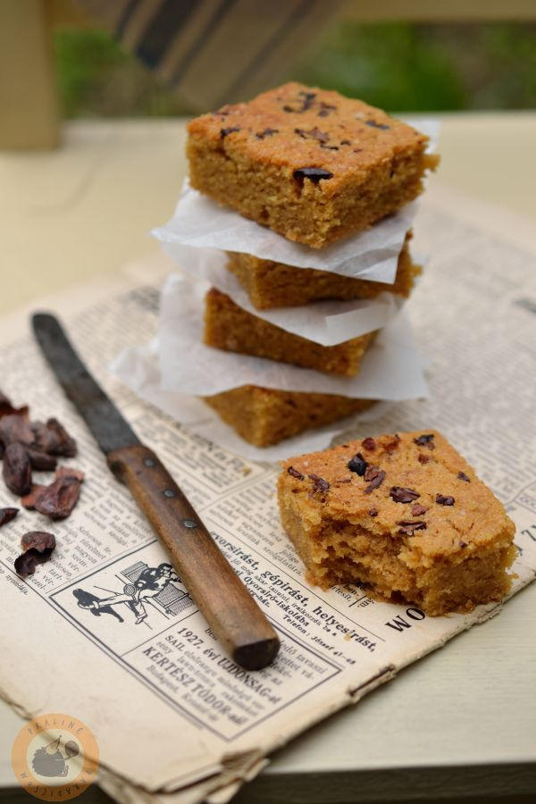 Blondies with caramelized white chocolate, cocoa nibs and smoked Maldon salt