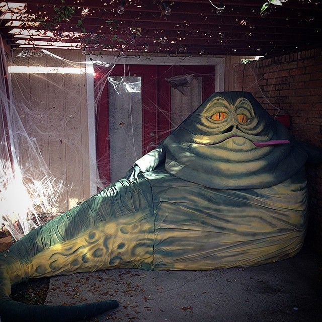 Jabba the Hutt DIY (the hands and tongue can be controlled from the inside)