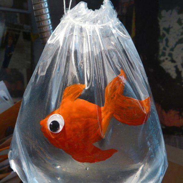 Poisson d 39 avril poisson d 39 avril pinterest for Poisson rouge plastique