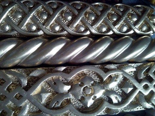 Talla en relieve ornamental, realizadas en resina de colada.
