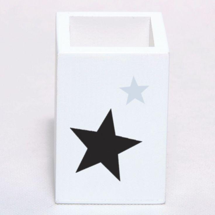 Pojemnik, pudełko, kubek na kredki. Kolor biały, udekorowany gwiazdkami. Dodatek i dekoracja do pokoju chłopca i dziewczynki. Przechowywanie w pokoju dziecka.