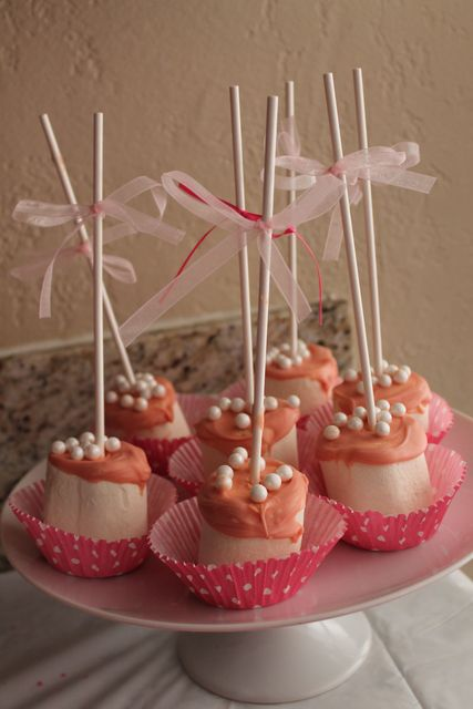 Marshmallow Pops at a Barbie Party #barbieparty #marshmallow