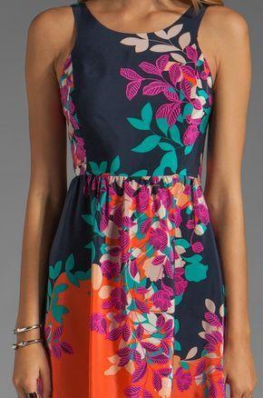 Akiko Lace-Up Back Dress em Estampa Floral   REVOLVE