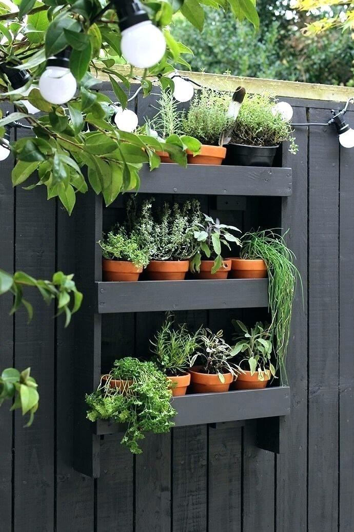 Outdoor Fence Decor Backyard Fence Decor Ideas Wall Shelf With A Herb Garden Out In 2020 Herb Garden Design Vertical Garden Diy Fenced Vegetable Garden