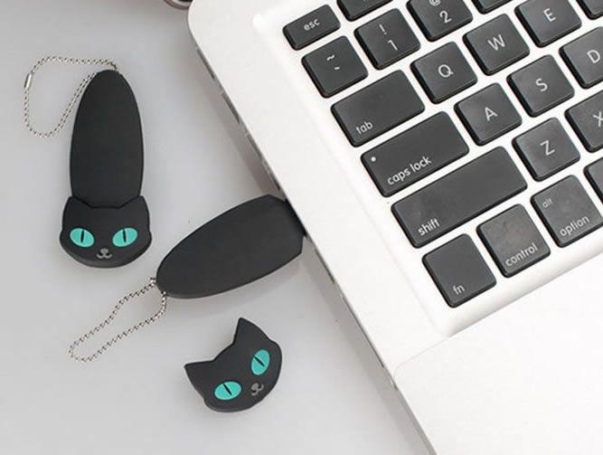 Black Cat 8G USB Flash Drive