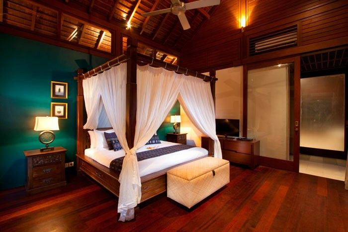 Four poster antique bed with carved. Master bedroom. Design by Me/_Dodi Nug