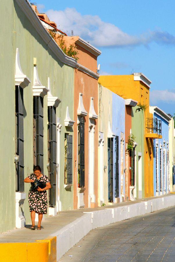 Ciudad de Campeche, recuerdo de casas coloridas, pájaros cantando (en masa) al atardecer, sabrosos platillos típicos y una fortaleza colonial...