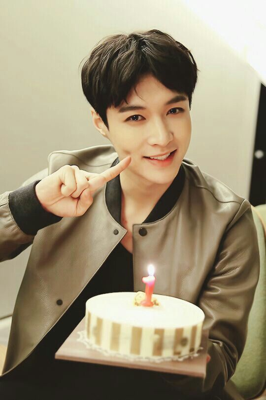 I'm pretty sure my parents wouldn't hire Yixing oppa to do this on my birthday... I cry