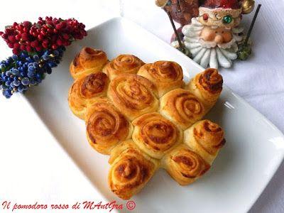Il Pomodoro Rosso di MAntGra: Alberello di rose di pane e formaggi