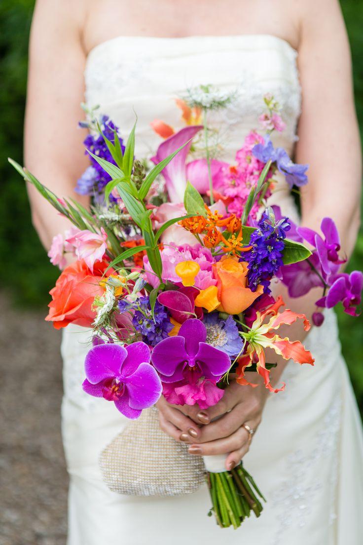 Ramo de novia multicolor para bodas con flores brillantes y alegres. -orquidea, cala, rosa, gladiolos...-