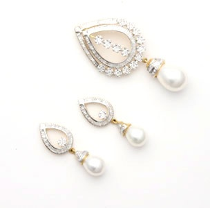 Indian Jewellery and Clothing: Diamond pendants and earrings from swaroop jewellers..