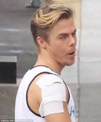 """Dancing Star Derek Hough Injured His Shoulder While He Was Dancing In An Episode Of """"Dancing With The Stars"""""""
