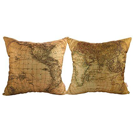 Non ne ho mai abbastanza di cuscini quadrati. Specialmente quando sono stampati con una mappa vintage del mondo :-D