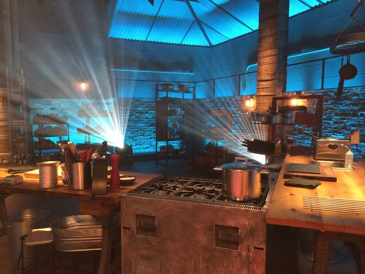 Culinary Battleground : Between the dim blue lighting overhead, the mists of fog in the air and the cheering audience that loads in to watch the action from above, this space is as much of an amphitheater as it is a kitchen.