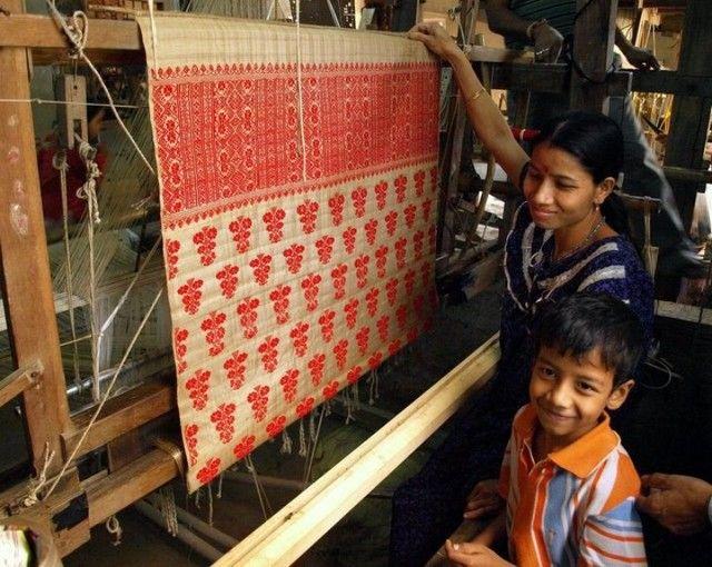 Weaving muga silk