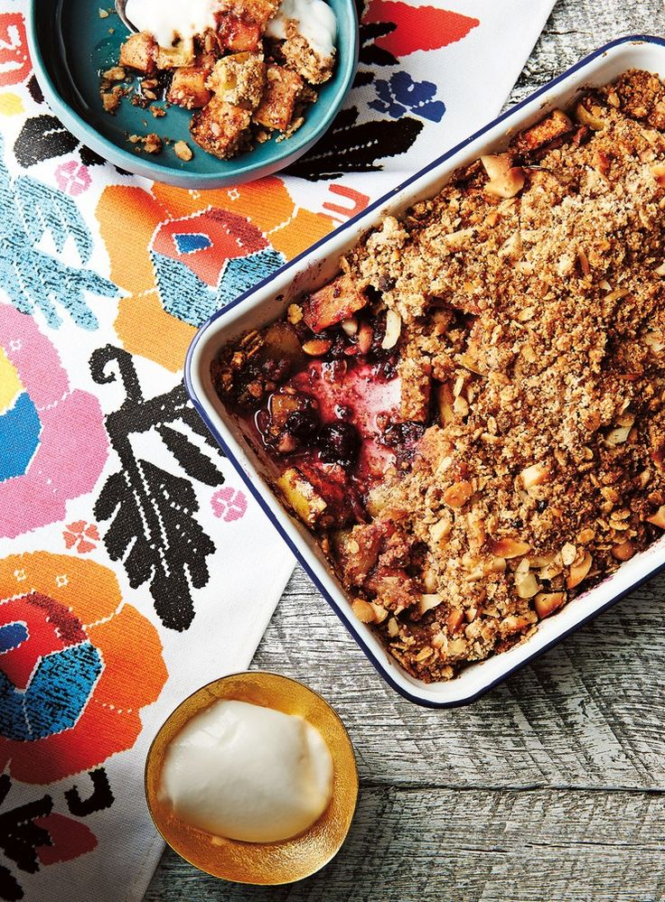 Apple and Berry Breakfast Crumble