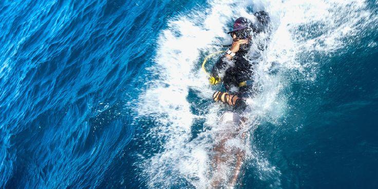 Deep Water Entry - Crystal Dive Koh Tao  http://www.crystaldive.com/diving-courses/padi-open-water-course.html?utm_content=buffer38800&utm_medium=social&utm_source=pinterest.com&utm_campaign=buffer